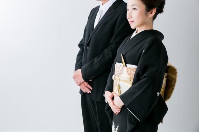 着物黒留袖着る女性