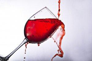 ワインこぼれるグラス