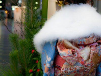 着物成人式着る女性