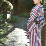 着物着る日本人女性